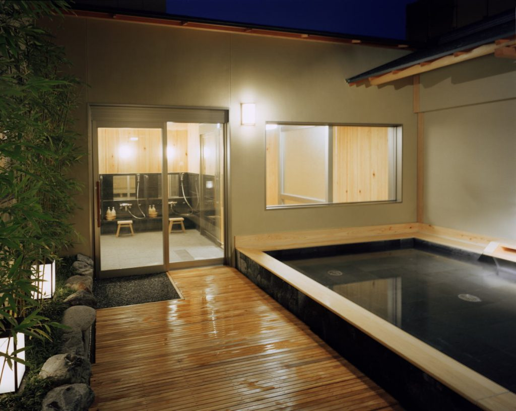 Open-air bathtub / Kyoto Ryokan Shoei