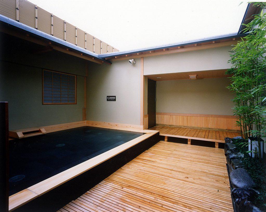 木の湯露天風呂昼 / 京都 旅館 松栄