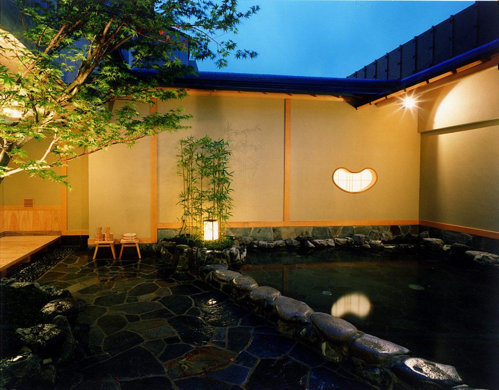 富士山溶岩露天風呂夜1 / 京都 旅館 松栄