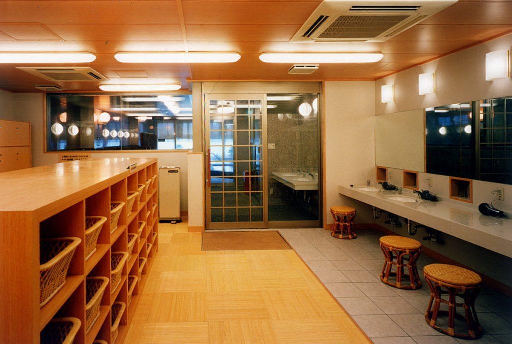 大浴場脱衣場 / 京都 旅館 松栄